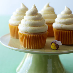 54ef8a5bb237b_-_lemon-honey-cupcakes-recipe-lg